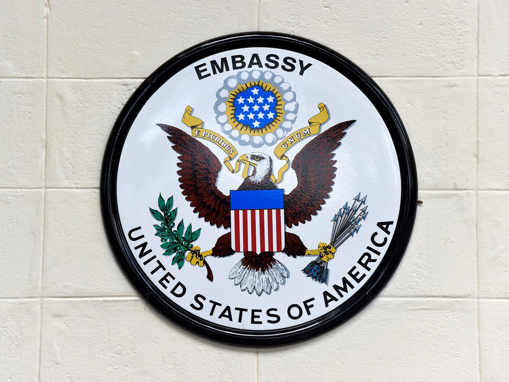 us-embassy-logo-cr-alamy