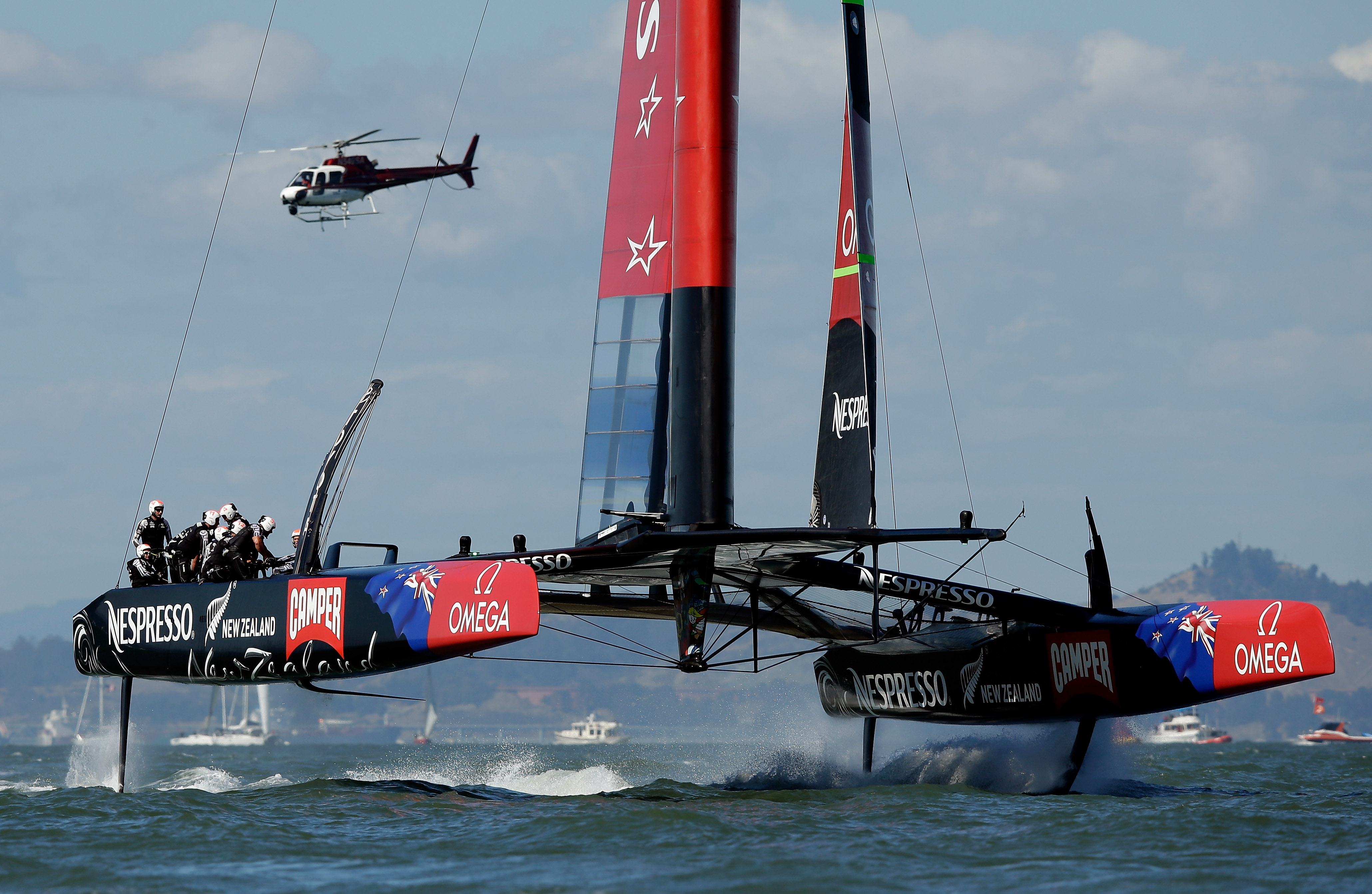 SAN FRANCISCO, CA - SEPTEMBER 22:  Emirates Team New Zealand skippered by Dean Barker in action against Oracle Team USA skippered by James Spithill during race 15 of the America's Cup Finals on September 22, 2013 in San Francisco, California.  Oracle Team USA won both race 14 and 15 today.  (Photo by Ezra Shaw/Getty Images)